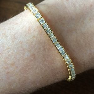 Jewelry - Yellow gold and diamond tennis bracelet. Fake